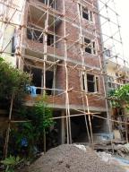 Dangerous-looking scaffolding