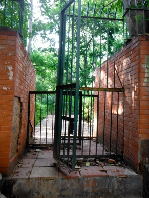 All the parks in the area are fenced in by these brick walls and to enter you have to weave through these narrow gates