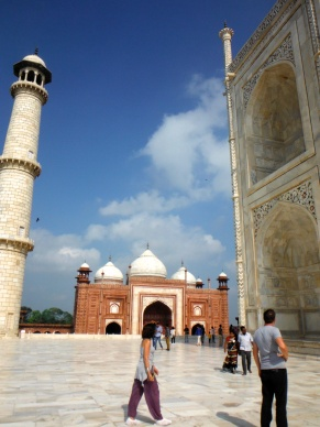 The Guest House and the Mosque are located on opposite wings of the Taj and are absolutely identical and symmetrical.