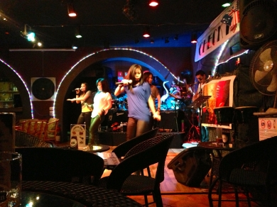 Our new favourite bar in Bangkok has a very talented and entertaining house band from 8:30pm to 1:30am every night!