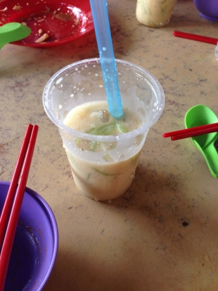 This may be unappetizing to the eye but this is one tasty beverage made from coconut milk, shaved ice, brown sugar syrup, and containing worm-like floaties made from tapioca and coloured green with pandan leaves.
