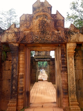 This small but beautiful temple is unique for its rose-coloured sandstone and its intricate carvings.